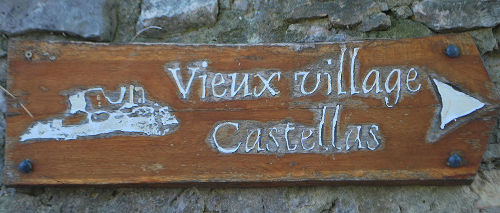 direction Castelas